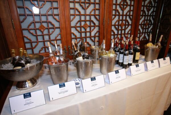 多款风格迥异的波尔多葡萄酒齐聚活动现场,展现波尔多非凡魅力