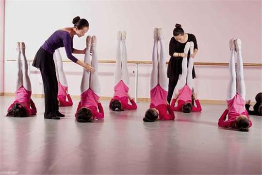 名状元国际舞蹈学校教学