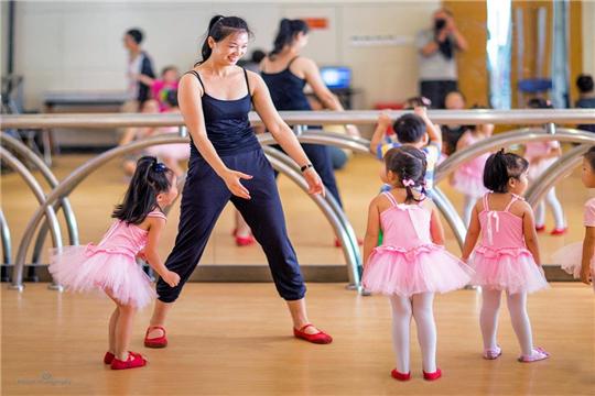 金芭蕾舞蹈培训加盟学员练习